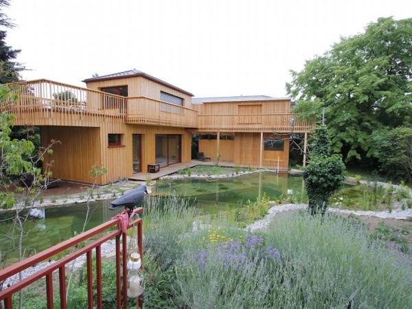 <span>3 Pavillions im Garten</span><i>→</i>